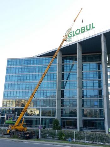Монтаж на рекламa Globul, стрела 45м.