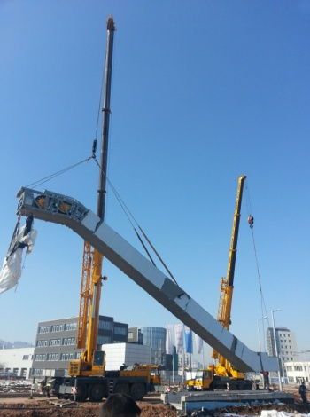 Метростанция Дружба: Монтаж на ескалатор с два автокрана LIEBHERR LTM 1040