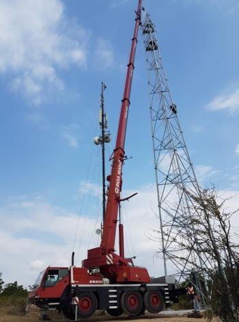 Монтаж на телекомуникационна антена, 45м. с автокран LTM 1055-3.1