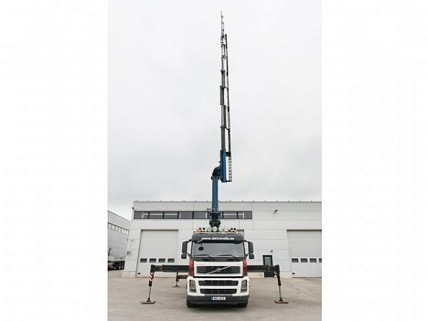 автокран Volvo FM (снимка)